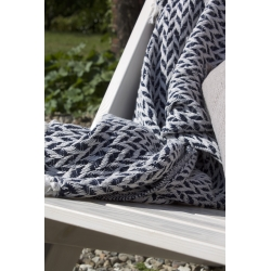 Weiß-blau gemusterte Decke