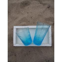 Glas hellblau gemustert