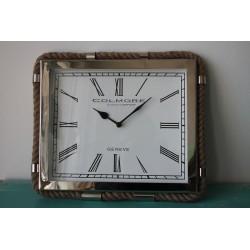 Uhr mit Tau-Detail